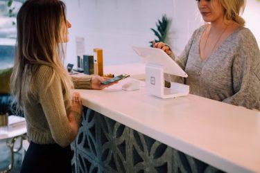 ホットヨガスタジオLAVAはクレジットカードで会費の支払いはできる?口座引き落としの注意点について
